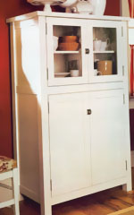Kitchen Cabinet with Painted Finish